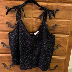 Universal Thread Navy Floral Top Size L NWT